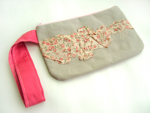 salmon flowery pleats on cream Wristlet