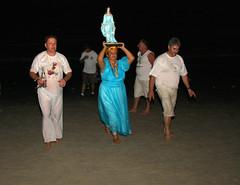 F que vem do mar (Miriam Cardoso de Souza) Tags: brasil religio f fotojornalismo noturno candombl iemanja rainhadomar antropologiavisual sereiadomar flickrunitedwinner miriamcardosodesouza rituaisreligiosos
