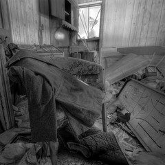 Si on faisait une vente de garage? (Sous l'Oeil de Sylvie) Tags: house trash mess sale decay qubec maison campagne hdr decayed abandonned beauce salet abandonn sigma1020mm stvictor dcrpitude photomatix ruralexploration dcrpit 5xp encombr bordelique pentaxk7 explorationrurale