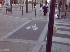 巴黎自行車道與人行道