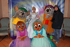 Jon meeting Cinderella, Suzy, Perla, Jaq and Gus!!