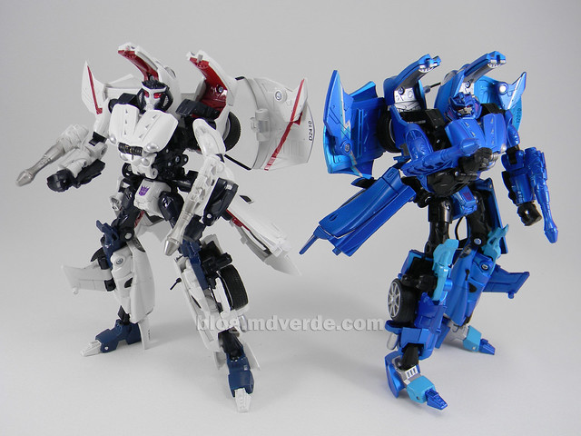 Transformers Thundercracker Alternity - modo robot vs Starscream
