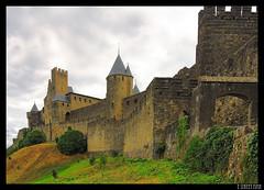 Carcassonne (I): La Cité (E STREET MAN) Tags: france castle canon eos media south cité medieval sur chateau francia ciudadela carcassonne castillo 1740 edad rousillon 50d citadell rosellon carcasonna langeduc