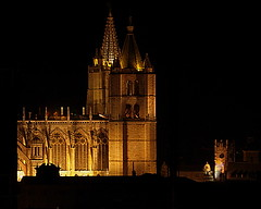 LEÓN.- Pulchra Leonina. Luciendo el esplendor nocturno y desde mi casa. /Wearing the night splendor and from home. (Bernardo del Palacio) Tags: santiago color reflections contraluz ego catedral ciudad cathédrale leon santiagodecompostela compostela reflejo sanmarcos reflexions breathtaking bolos semanasanta reflejos cathedrale bestofthebest sanisidoro amazingcolors reflects gotico gotic musac dinnerandamovie blueribbonwinner artisticexpression rosetón jacobeo mouseion reflejada digitalcameraclub cherryontop 5photosaday kartpostal golddragon abigfave perfectangle anawesomeshot flickrplatinum blueribbonwinne superbmasterpiece digitalphotoart diamondclassphotographer amazingamateur superlativas theunforgettablepictures brillianteyejewel platinumheartaward betterthangood goldstaraward internationalgeographic photoexplore academyofphotographyparadiso bestminimalshot multimegashot explorewinnersoftheworld alwayscomment5 inspiredbyhim musacmuseo breathtakinggoldaward awesomeblossoms cathol 100commentgroup inspiringgallery photoartbloggroup berpala dragondaggerphot dragondaggerphoto dragondaggerawards graphicmaster