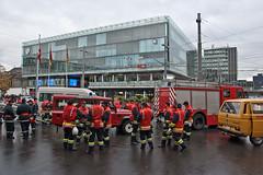 Feuerwehr auf dem Bahnhofplatz Bern
