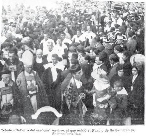 Entierro del Cardenal Aguirre fallecido el 9 de octubre de 1913. La Ilustración Artística