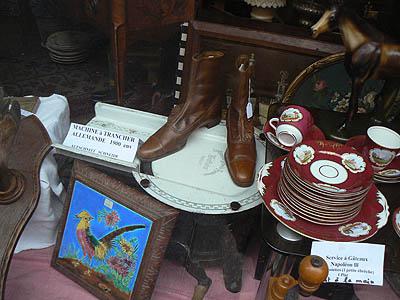 vitrine chaussures et trancheuse.jpg
