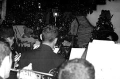 Noite de Música (Paulo JS Ferraz) Tags: leica brazil bw film branco brasil analog fuji pb preto bn d76 sp são josé campos brésil processc41 copyrightpauloferraz pjsf paulojsferraz