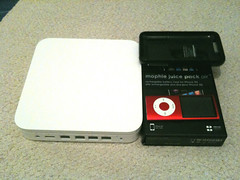 Santa came today and brought back wi-fi to my home (mariotomic.com) Tags: airportextreme ipodnano iphone3gs