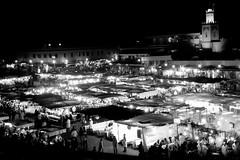 Plaza de Jamaa el Fna en b&n (Cyberian8) Tags: blackandwhite bw blancoynegro blackwhite noiretblanc bn morocco marrakech marruecos marroc   crnobijeli  siyahvebeyaz svartochvitt  hitamdanputih schwarzundweis swartenwit