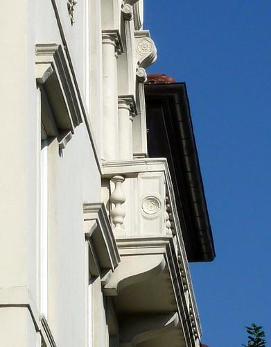 P1000632-2010-02-07-Shutze-Emory-Harris-Hall-East-Facade-Oblique-Balcony-Detail