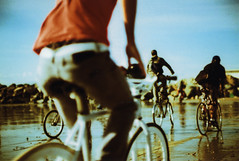 los sandgelopes 35mm 11 (▓▓▒▒░░) Tags: venice beach bike 35mm los ride cross pentax angeles tide slide spotmatic process c41 hardwaresp sandgelopes