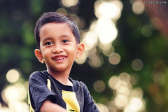 Amzar on Bokeh (Sir Mart Outdoorgraphy) Tags: sirmart portrait potret portraiture wajah amzar ahmadamzarhykal photostudiomy naturallight 35mmf18 sigma150500 myson anakku tamanjubliperaksungaipetani tmnjubli bokeh greenbokeh bokehlicious bokehrama dof depthoffield kids kanakkanak potretkanakkanak kidsportrait handsome cute smile boy kid cool smiling cs3 colortone