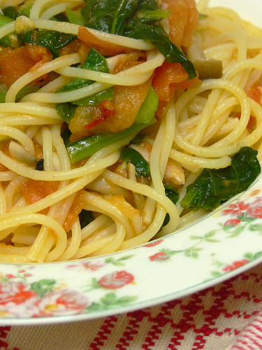 小松菜とトマトとベーコンのスパゲティ