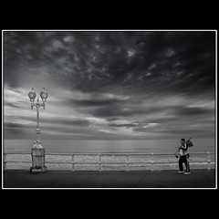 Ser un buen da para pescar? / Is it a good day for fishing? (Novo59/Antonio Novo) Tags: bw espaa paisajes mar gijn asturias farolas novo antonionovo novo59