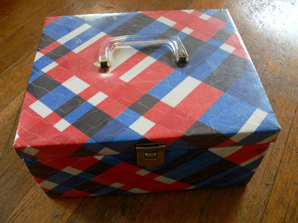 Jenny Spotlight: Vintage Sewing Box