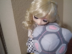 NB #8: cubelove (babelglyph) Tags: hug doll hellokitty wcc plush cube videogame pullip portal companion weighted weightedcompanioncube altestock weightedcompanioncubeplush