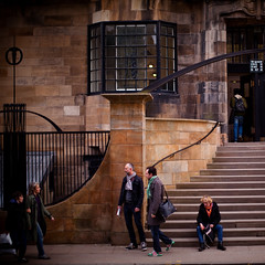 glasgow school of art - cr mackintosh, historic building, people walking and waiting, march 2010, waiting on a friend (abbozzo) Tags: art scotland glasgow glasgowuniversity renniemackintosh charlesrenniemackintosh glasgowschoolofart listedbuilding renfrewstreet historicbuilding schoolofart gillespiekiddcoia scottisharchitecture glasgowcity crmackintosh mackintoshbuilding archidose glasgowarchitecture mackintoshschoolofarchitecture abbozzo scottishbuilding glasgowbuilding garnethillglasgow glasgowschoolofartmackintosh abbozzoarchitects honeymanandkeppie renfrewstreetglasgow schoolofartglasgow mackintosharchitecture listedbuildingglasgow listedbuildingmackintosh glasgowhistoricbuilding