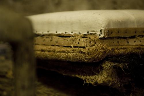 Imagen de Enseignants tapisserie de meubles anciens et modernes.