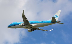 KLM Cityhopper Embraer 175 (AMSfreak17) Tags: amsfreak17 danny de soet canon 70d ams eham amsterdam luchthaven schiphol airport vliegtuigen vliegtuig aircraft airplane jet jetphotos planespotting luchtvaart vertrek aankomst departure arrival spotter planes world of airplanes nederland the netherlands holland europe dutch take off runway 36l 18r polderbaan klm cityhopper embraer 175 phexg
