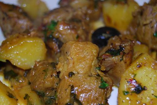 lamsvlees met aardappel, knoflook, ui, koriander enzovoorts...