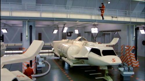 V La Miniserie - Hangar Nave Nodriza (4)
