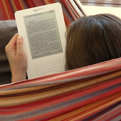 Joanna Penn reading a James Rollins thriller on the Amazon Kindle in the hammock