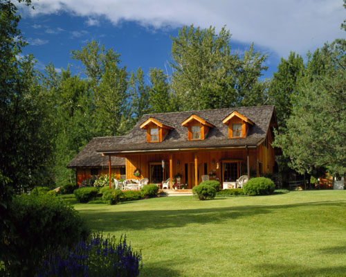Traditional Farmhouse by Lindal