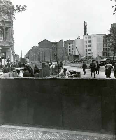 1961_building the wall_400w