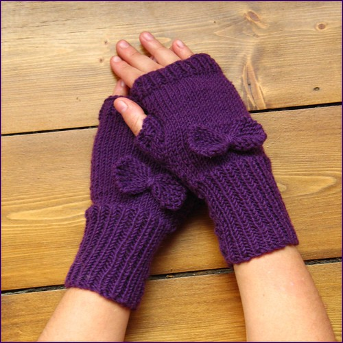 purple fingerless gloves with bow