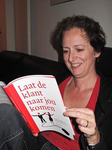 Vera van der Vesse met boek