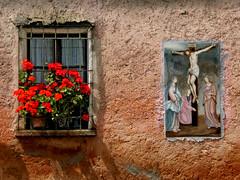 Fe i mural (amb moral) (Eternament) Tags: light flower luz window casa mural faith flor catalonia finestra catalunya fe fiori fiore luce catalua moral llum flors catalogne dwwg