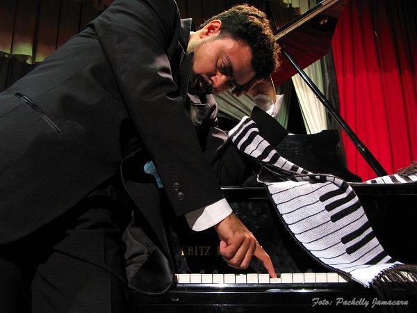 Dihelson Mendonça ao Piano
