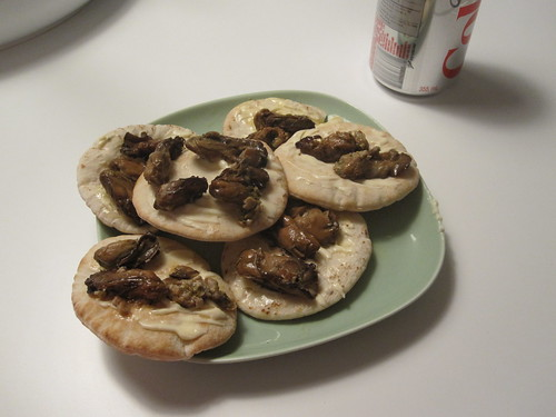 oysters on pita bread with Kewpie, Diet Coke