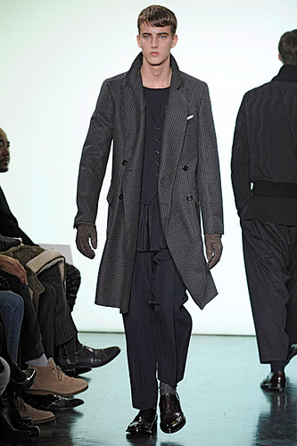 James Smith3025_FW10_Paris_Yves Saint Laurent(nikestav10@mh)