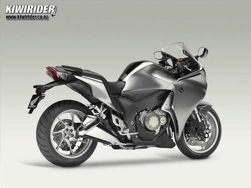Honda VFR1200 tech 04