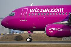 HA-LWA - 4223 - Wizzair - Airbus A320-232 - Luton - 100317 - Steven Gray - IMG_8728