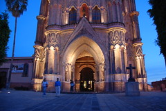 churches of san miguel (hannu & hannele) Tags: san miguel allende mexico center church parroquia nightfall architecture building nikon d80