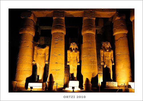 Templo de Luxor by Ortzi Omeñaka