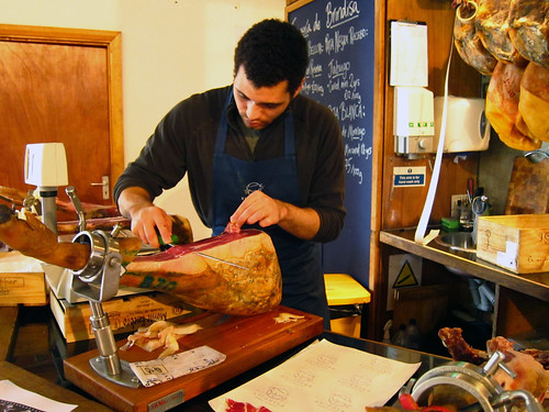 Slicing our jamón