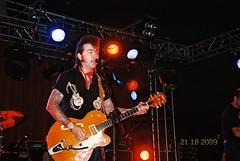 CNV00007 (longboard_rod) Tags: festival rock hall kodak guitar jets belfast tattoos queens sabre 400 rockabilly roll mandela thesabrejets