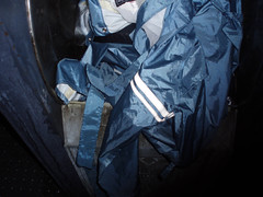 PB150191.jpg (Seteg) Tags: blue red trash dumpster grey garbage mac shiny destruction rubber bin cleaning plastic trenchcoat rubbish waste gummi agu raincoat mll afvalbak nylon regen rainwear pvc raincoats anzug mackintosh vuilnis huisvuil cleaningup afval clearout rainsuit regenjacke mllsack shinycoat kliko regenjassen regenmantel regnfrakke regenjas mllbeutel nyloncoat vuilniszak regenanzug lackmantel rainsuits regnfrakk regnjakke gummimantel regnkappa regenpak regenkleding vuilcontainer regenbekleidung shiny gummiregenmantel regenpakken afvalzak mlleimern dumpsterbin agusport rubberbacked renjas nylon