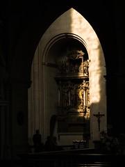 lichteinfall im dom (cнαт-ɴoιr^^) Tags: light church germany licht kirche chiesa lumiere nrw eglise luce münsterland säulen paulusdom mywinners impressedbeauty anticando ann53 panasonicg1 stephanusaltar