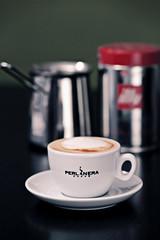 Cappuccino (FrankInUlm) Tags: 85mm illy cappuccino perlanera