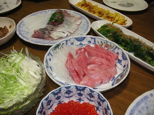 Let's make Hand-Rolled Sushi with several ingredients !