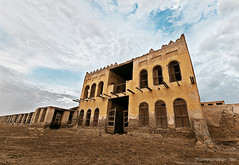 A House With No Name (www.thameralhassan.com Thamer Al-Hassan) Tags: old travel urban building architecture clouds contrast photography photo nikon photographer angle image great picture best stunning tradition 1020 saudiarabia islamic d300 architectures saudia  alhassan thamer      thameralhassan