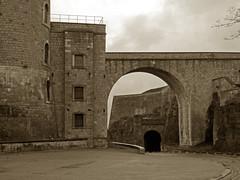 La Citadelle, Namur (by_irma) Tags: sepia belgium belgique citadel belgië namur citadelle namen bolwerk photowalkbelgium lacitadellenamur photowalknamen2009