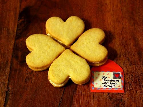 Vierblättriger keksiger Valentinsgruß (mit Zitrusnote)