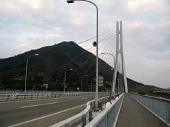 2569 Tatara Giant Anchor (mari-ten) Tags: bridge japan cycling hiroshima walkway 日本 2008 onomichi roadway eastasia shimanami しまなみ海道 広島県 多々羅大橋 青春18きっぷ tatarabridge 尾道市 200804 20080402 seishun18travel