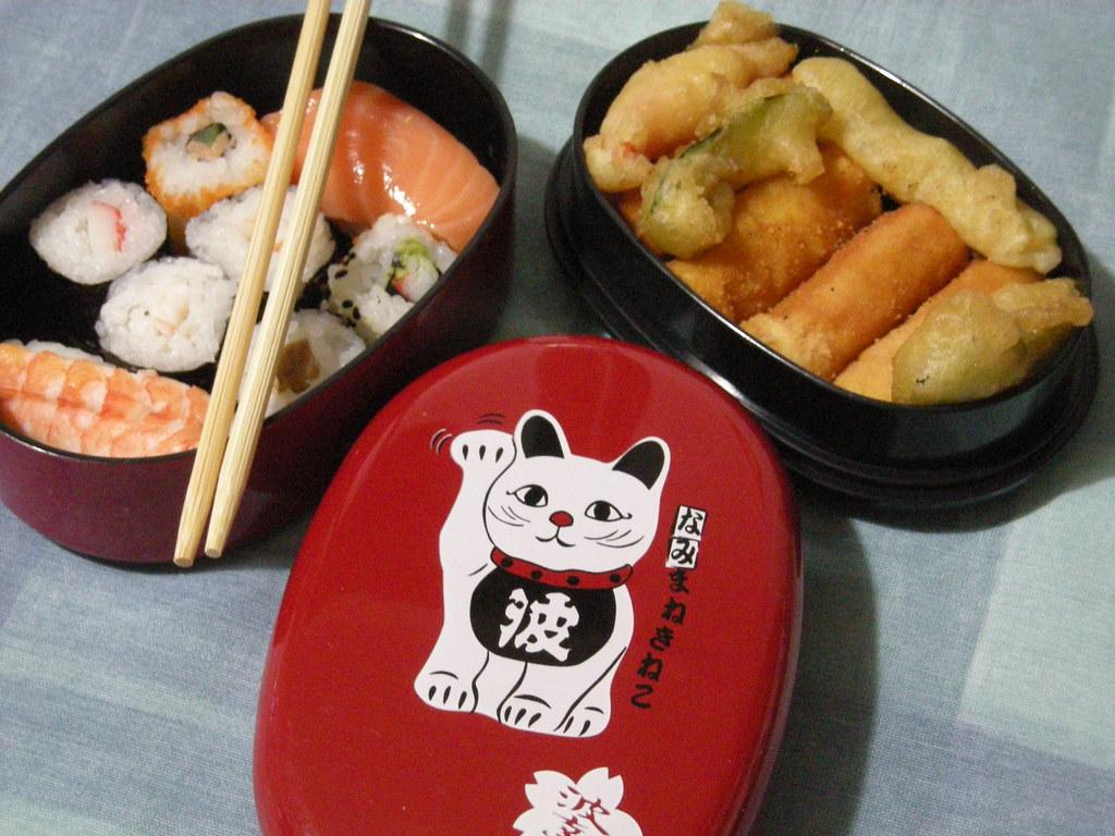 Manekineko bento sushi